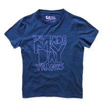 Ένα T-shirt που θα... σας φτιάξει τη μέρα! Washed, από 100% βαμβάκι με στρογγυλή λαιμόκοψη. Διαθέσιμο σε μοβ και μπλε χρώμα με μεγάλη στάμπα στο μπροστινό μέρος σε σε πιο ανοιχτό τόνο που ταιριάζει με το χρώμα της μπλούζας. #Millenniumshop.gr