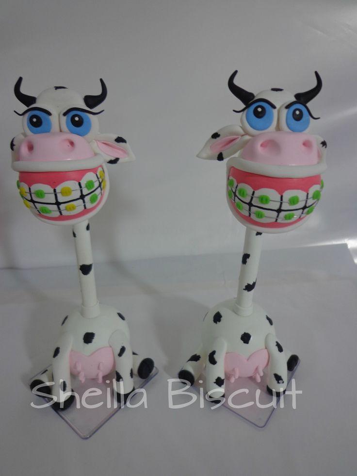 canetas feitas em biscuit,com aparelhos nos dentes faço de vaquinha,girafa,burrinho e sapinho