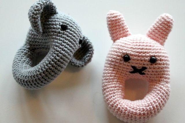 En elefant og en lyserød kanin