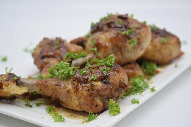 Dominique's kitchen: Gebraden kip - Roast chicken GEBRADEN KIP ROAST CHICKEN   Nieuwsgierig naar het recept? Klik op onderstaande foto. Curious for the recipe? Click on the picture below.   #chicken #garlic #kip #knoflook #olijfolie #oliveoil #parsley #peterselie #shallot #sjalot #sojasaus #soysauce #sugar #suiker #wijnazijn #winevinegar