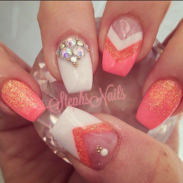 Poderá usar: Cores de Gel Diamonds Néon Coral e Néon Coral. Nail Art: Gel One Stroke Queen White e Brilhantes! www.biucosmetics.pt