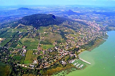 Badacsony wine country, areal view--Google Image Result for http://www.szentmartonvendeghaz.hu/userfiles/Badacsony.jpg