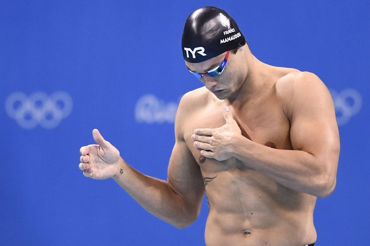 France's Florent Manaudou gestures before competing in the Men's 50m Freestyle Semifinal during the swimming event at the Rio 2016 Olympic Games at the Olympic Aquatics Stadium in Rio de Janeiro on August 11, 2016.   / AFP / CHRISTOPHE SIMON