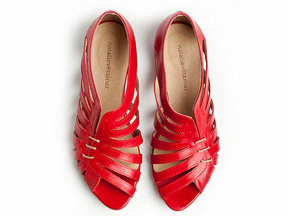 Hoi! Ik heb een geweldige listing gevonden op Etsy http://www.etsy.com/nl/listing/104057475/50-off-gilly-red-flat-sandals