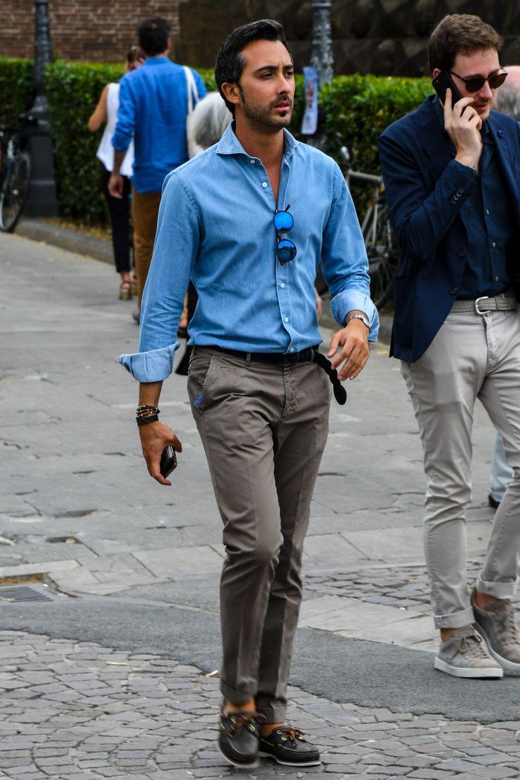 スーツはもちろん、ジャケパンスタイルや一枚でシンプルにまとめても様になる「青シャツ」。定番アイテムとして人気を集めており、活用の幅は白シャツ並みに広い。今回は「青シャツ」にフォーカスして注目の着こなし&アイテムをピックアップ! 青シャツ×タイドアップスタイル タイドアップで青シャツを着用したスタイリング。ベージュのタイをチョイスすることでコントラストをきかせている。スラックスを合わせて気品のある雰囲気にまとめているからこそ、足元でハズしたスニーカーの効果が高まる。 BARBA(バルバ) ドレスシャツ 詳細・購入はこちら 青シャツ×ミラーレンズスタイル 注目したいのは、青シャツに合わせてミラーレンズにブルーをチョイスした点。顔まわりにまで色味の統一感を持たせることで、着こなしの洗練度がグッと高まる。ネイビーローファーとホワイトパンツの爽やかな組み合わせも見事だ。 giannetto(ジャンネット) blue label シャツ 詳細・購入はこちら 青シャツ×カジュアルスラックススタイル 洗い加工を施すことでカジュアルなテイストを強めたスラックス。ブルーのドレスシャツとストレ...