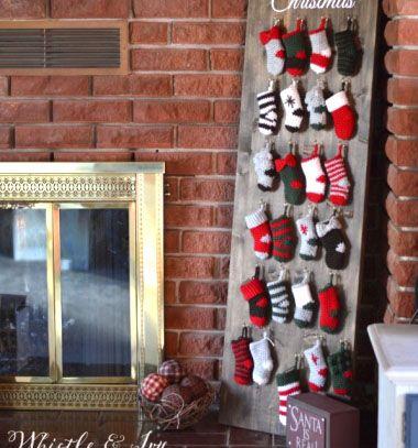 Crochet stocking advent calendar // Adventi kalendárium miniatűr horgolt Mikulás zoknikkal // Mindy - craft tutorial collection // #wintercrafts #winterdecors #wintercrafttutorials #diy #DIY #wintercraftideas #diywinterdecors