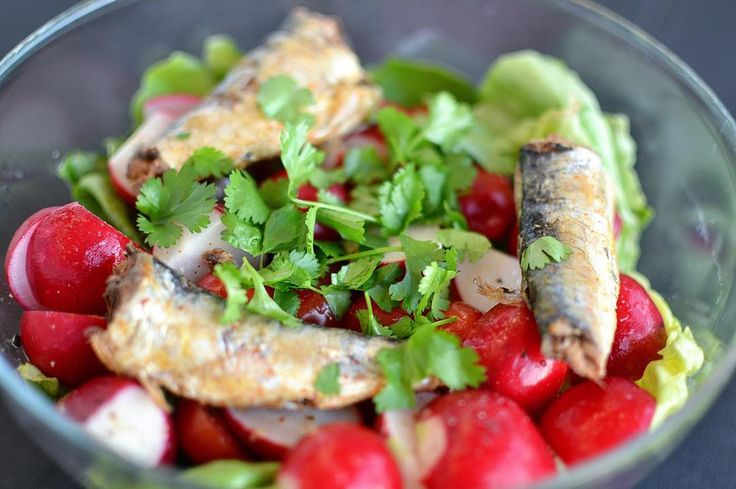 Red radish and sardines salad