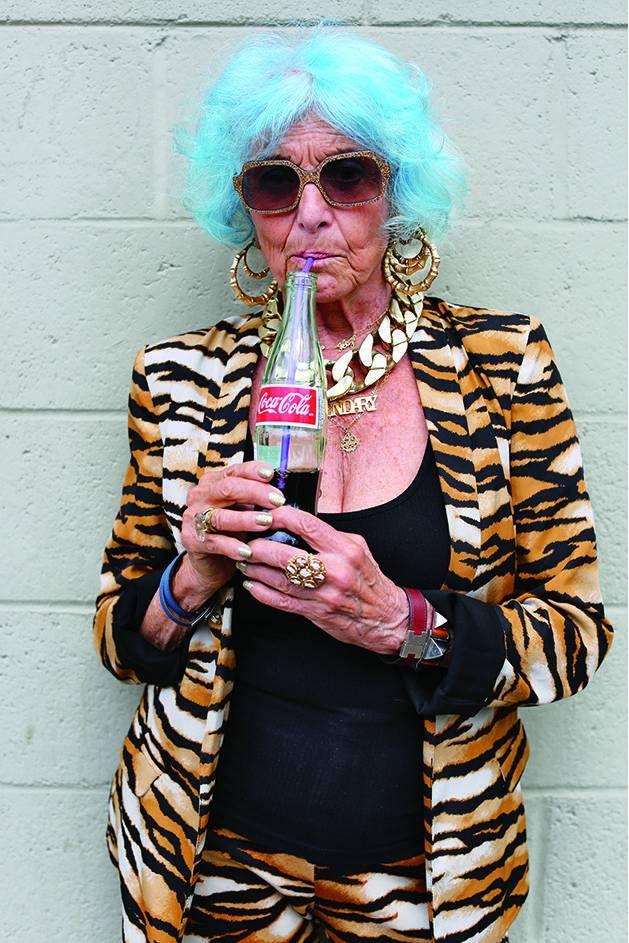 Envejecer con estilo: moda atrevida para personas mayores