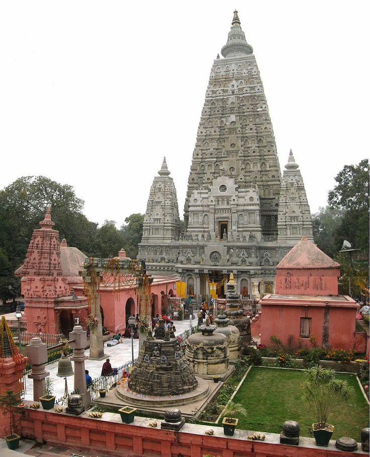 Mahabodhi Temple en Gaya, Bihār, where Buddha sat under the banyan tree for  40 days and got his enlightenment.
