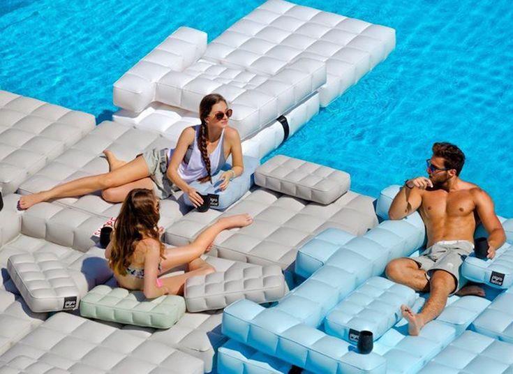 Aufblasbare Möbel Kennen Wir Seit Den Und Sie Erfreuen Großer Beliebtheit  Nicht Nur Im Poolbereich, Sondern Ziehen Auch Nach Innen.
