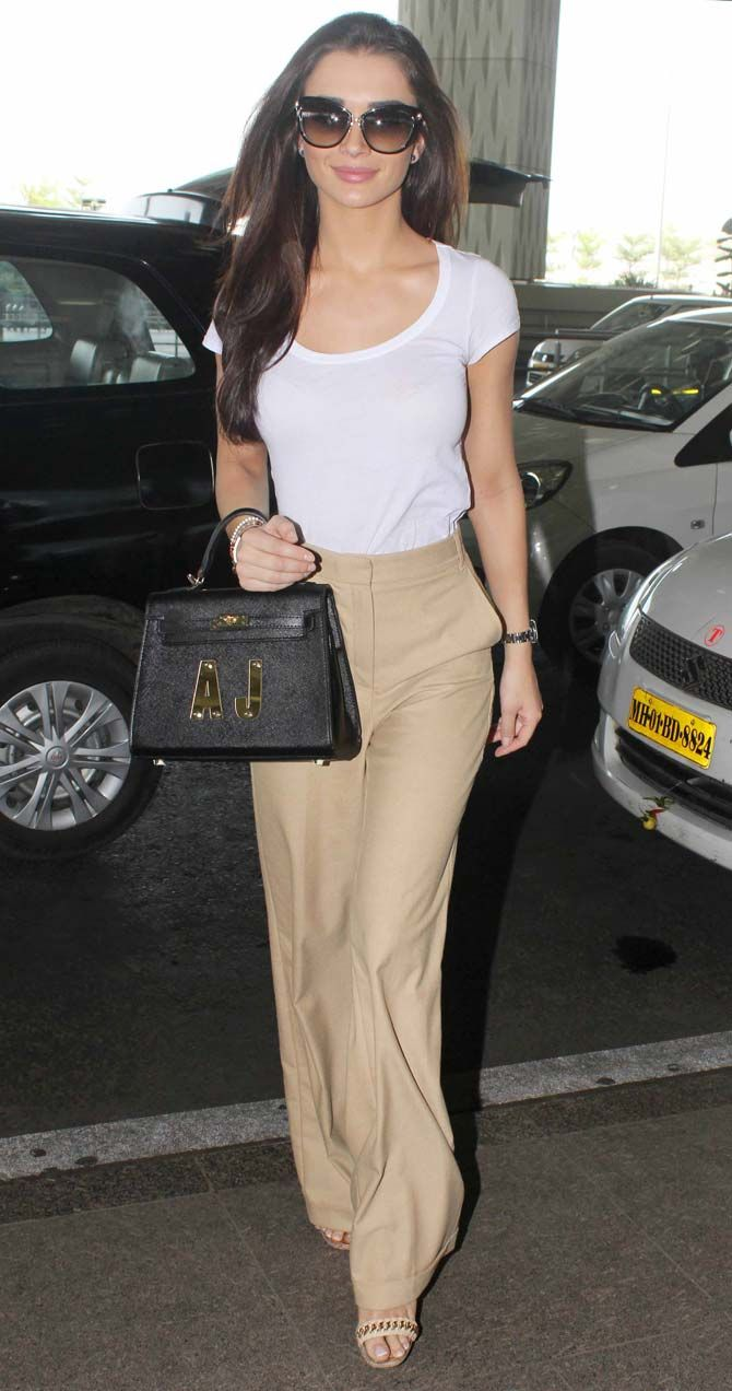 Amy Jackson at the Mumbai airport. #Bollywood #Fashion #Style #Beauty #Hot #Sexy
