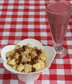 Hafif Tarif Bonblog okurlarına özel Çıtırlı Elma ve Yulaflı Smoothie tarifi hazırladı :)