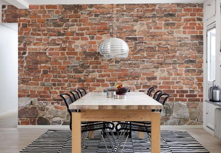 Esszimmer mit simplen Möbeln und Backstein Tapete