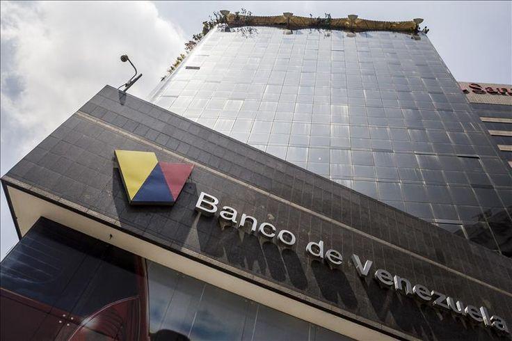 Caracas, 19 (EFE).- Los venezolanos pudieron hoy por primera vez comprar y vender divisas en efectivo libremente en las casas de cambio o en las oficinas bancarias con la entrada en vigor del nuevo Sistema Marginal de Divisas (Simadi), después de doce años de un férreo control de cambio por parte del Gobierno. Según constató …