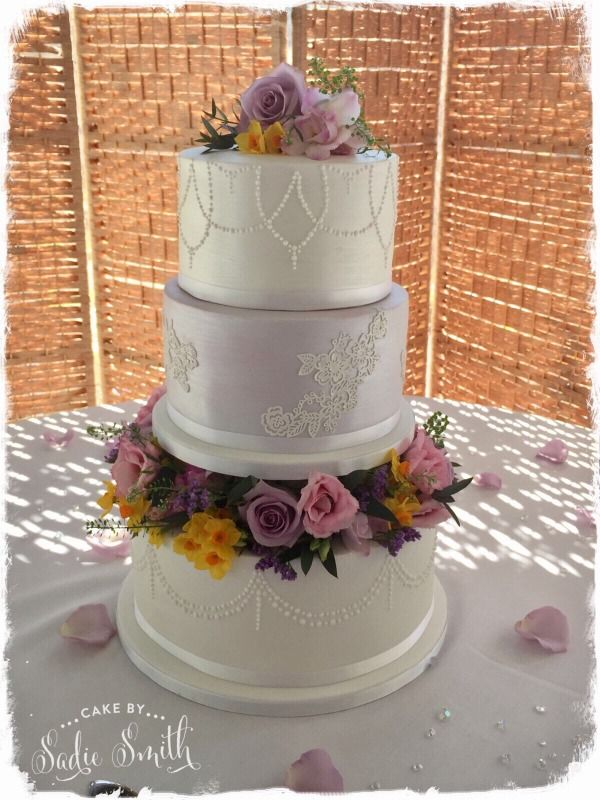 Flower Ring Wedding Cake Http Www Cakebysasmith Co Uk