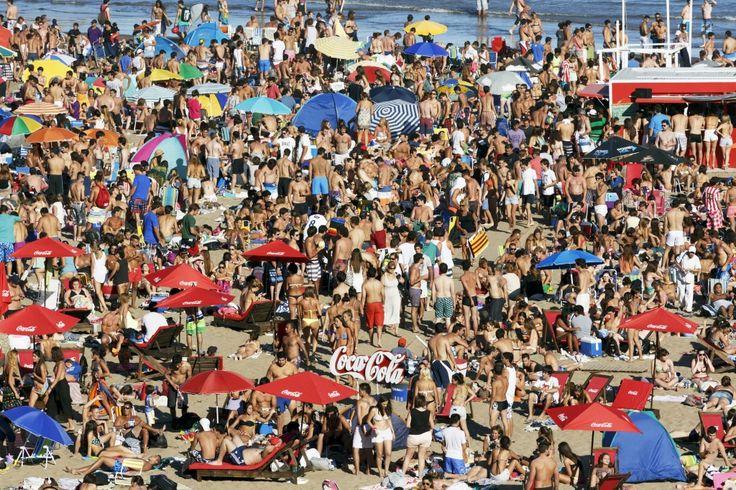 Martin Parr. ARGENTINA. Mar Del Plata. Grandé Beach. 2014.