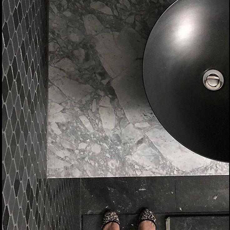 Love this Super White powder room by @missan2012 #cdkstone #superwhite #superwhitemarble #dolomite #superwhitedolomite #designinspiration #naturalstone #naturalbeauty #naturesmasterpiece #grey #greyandwhite #lithofinaustralia
