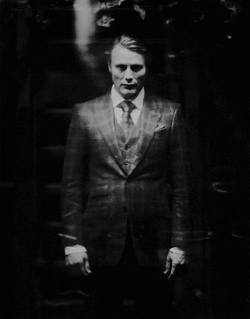 This part scared me. This is the first time seeing him in a truly sinister and murderous state (aside from his showdown with Crawford, which wasn't scary in a terrifying way). In this, I don't see the well-put-together, mannerly, gentlemanly Dr. Lecter. In this, we get to really see the dirty, dark, murderous side of him. And it's terrifying.