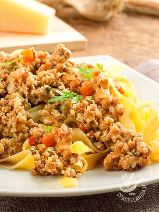 http://www.spadellandia.it/primi/pasta/tagliatelle-al-ragu-bianco-di-tacchino.html - Spadellandia - Google+