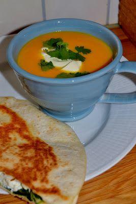 Frostrosor: Soppa med butternutpumpa , morot och ingefära - jag ersatt grädden med 2 potatisar för konsistens