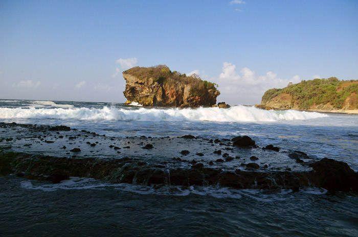 Pesona Wisata Alam di Pantai Jungwok