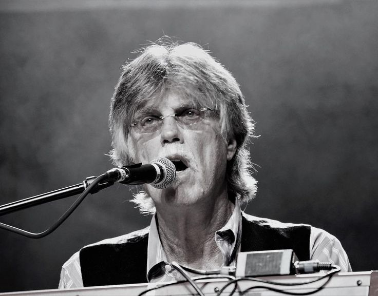 Nitty Gritty Dirt band formed in 1966. Over 50 years of recording and touring experience. Here we have keyboardist Bob Carpenter. @rompfest @nittygrittydirtband #nittygrittydirtband #countrymusic #countryrock #country #folkrock #folk #countrypop #bluegrass #musicphotography #musicfestival #music #musician #concert #concertphotography #gig #gigphotography #liveperformance #livemusicphotography #igw_rock #igersbnw #ig_bnw #ig_rock_details #pocket_tunes #audioloveofficial #htbarp…