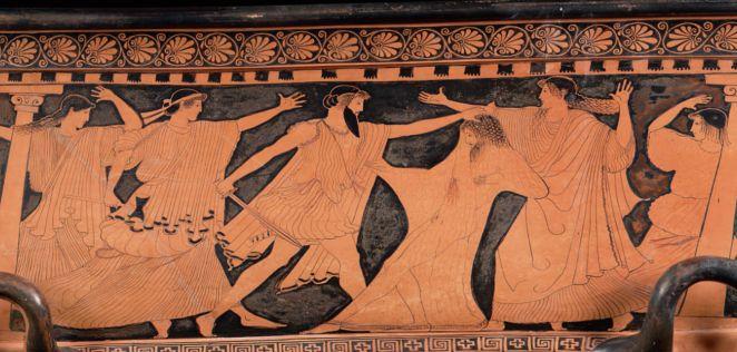Asesinato de Agamenón. Cuando el rey salió del baño se puso un albornoz que le acercó Clitemnestra, pero en realidad era una red para atraparlo. En esta crátera ática del 460 a.C. (Museum of Fine Arts, Boston) vemos a Agamenón envuelto en la red y a Egisto dispuesto a matarlo, detrás de Egisto está Clitemnestra con un hacha en la mano derecha y tras el rey su hija Electra espantada. Las otras dos mujeres podrían ser Crisótemis y la cautiva Casandra.