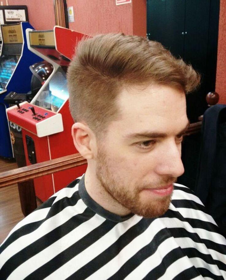 Barba, cabelo e bigode!  Corte na barbearia Circus com a nossa @naomi_barbergirl da unidade Pamplona ✂ #circus #beleza #circushair #barber #barbeariacircus #barbershop #barberlovers