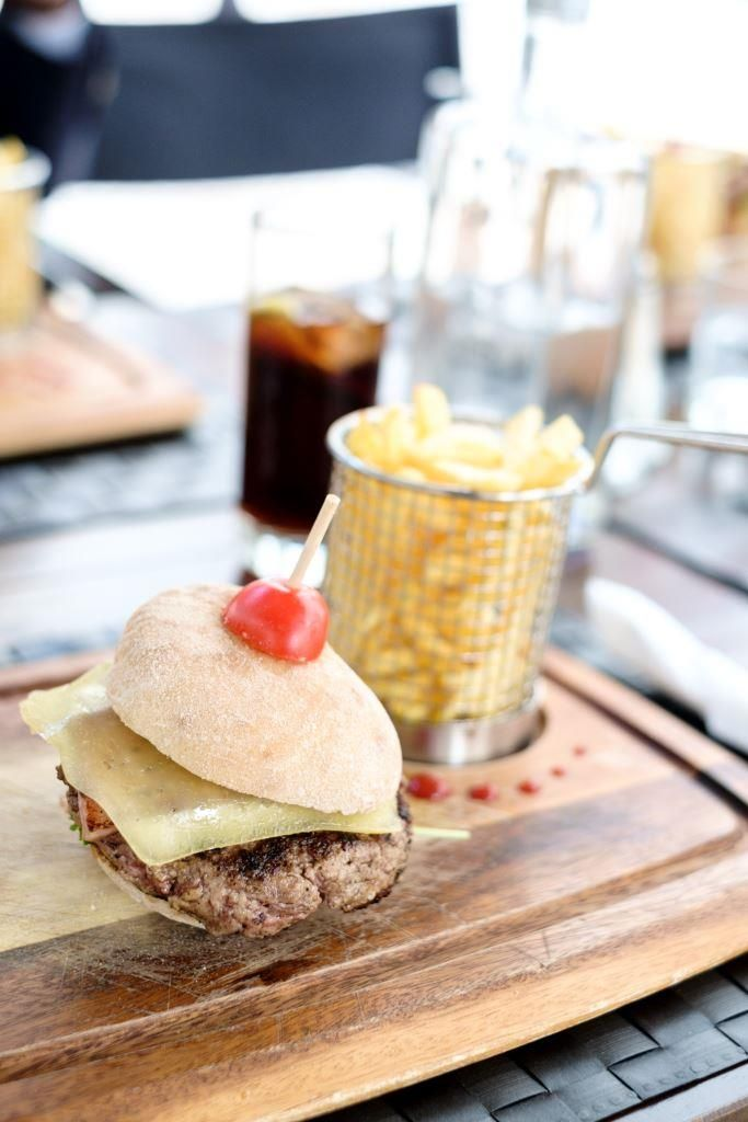 Visit our restaurants today.  Visite os nossos restaurantes.