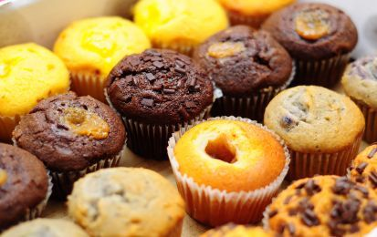 Le migliori ricette dei muffin, dolci e morbidi - I muffin sono dei tipici e soffici dolcetti inglesi e americani di forma rotonda con la cima a calotta semisferica senza glassa di rivestimento. Ecco le migliori ricette dei muffin.