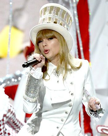 Taylor Swift Slams Ex Harry Styles in Opening Number at Grammys 2013 - Us Weekly
