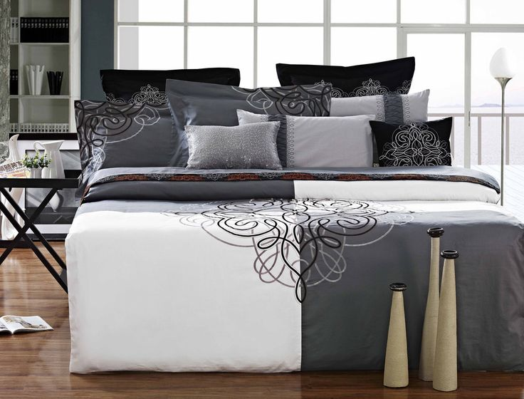 "Luxury Duvet Cover  White and Black- 90""x108"""