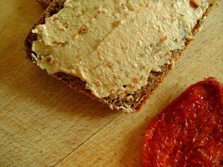 Pasta twarogowa z suszonymi pomidorami