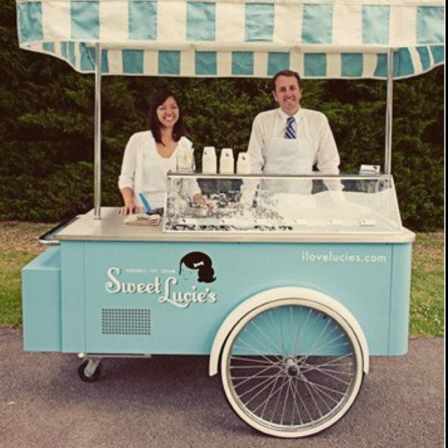how could a wedding be even more perfect? ICE CREAM.