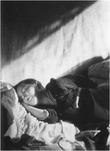 Willy Ronis - Vincent sleeping (1946)