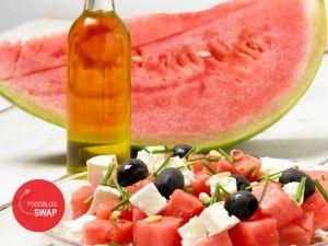 BBQ salade: watermeloen, feta, olijven, ui en pijnboompitjes. Heerlijk fris voor de lunch of bij de bbq.