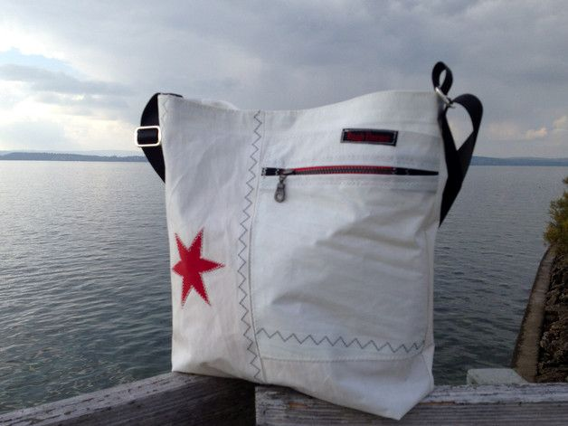 Umhängetaschen - Segel/Segeltuch/Umhänge/Tasche mit Stern rot - ein Designerstück von RoughElement bei DaWanda