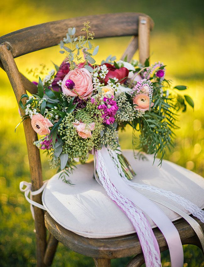 Spring is the perfect time for outdoor weddings at the vineyard. We love this bouquet inspired by Green Wedding Shoes.