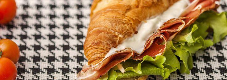 Croissant salato con Speck, Crescenza e Lattuga. Scopri la ricetta sul nostro sito! http://bit.ly/Croissant_Salato / Salted Croissant with Speck, Crescenza and Lettuce. Discover the recipe on our website: http://bit.ly/Croissant_Salato #salumipasini #charcuterie #recipe #ricetta #ricette #colazione #brunch #domenica