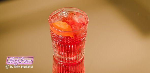 Ponadczasowy NEGRONI: 30 ml Gin, 30 ml Sweet Vermouth, 30 ml Campari. Przepisy na drinki znajdziesz na: http://mojbar.pl/przepisy.htm.