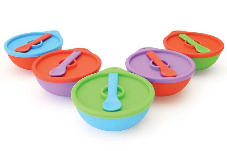 Bowls de Tatoon para guardar la comida de bebés y niños. Son de silicona y vienen en diferentes colores, con tapa hermética y cuchara que se engancha sobre la tapa.