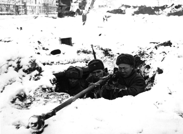 Pin by Paolo Marzioli -Soviet Army soldiers with a PTRD-41 anti-tank rifle defend their position during the Battle of Moscow. The Soviet defensive effort frustrated the Axis attack on Moscow, one of the primary military and political objectives for the Axis forces in their...