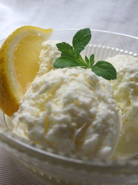 Citrom fagyi fagyigép nélkül - 1 csésze tej 1/2 csésze cukor 2 csésze tejszín 1/2 csésze frissen facsart citromlé 1 evőkanál citromhéj