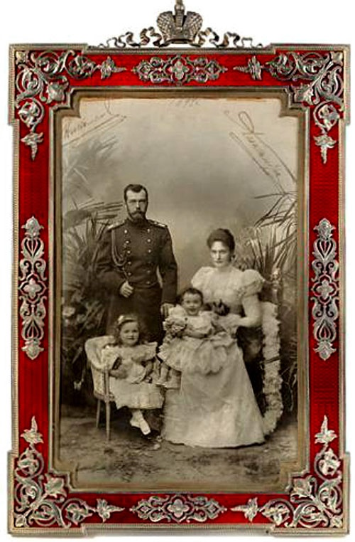 Nikolay II and Alexandra Feodorovna with their signatures, c 1897. The frame was produced by The House of Faberge in 1908 from enamel and silver. Kept in The Diamond Fund of Russia.