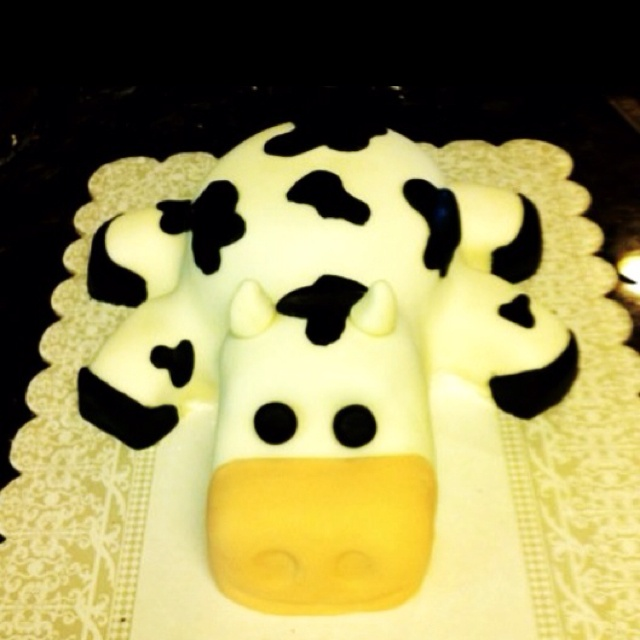Cow cake: made by baking head and body in Pyrex bowls and cupcake feet covered with fondant.