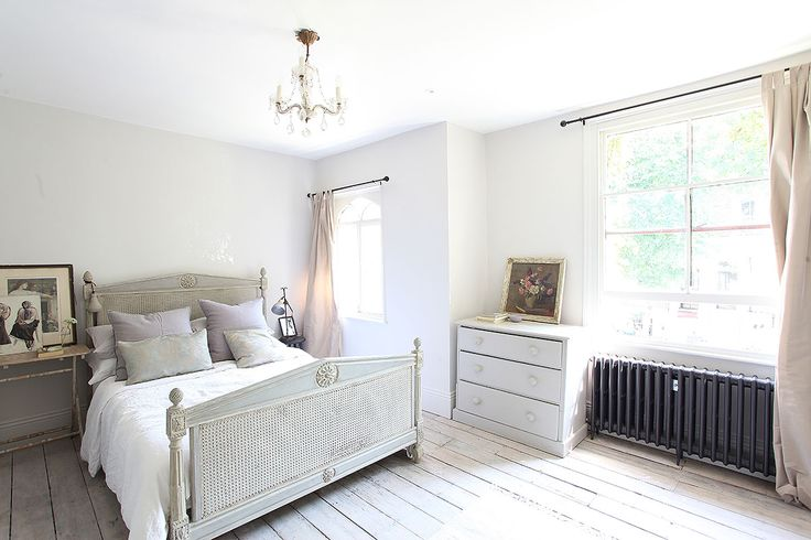 Beautiful Victorian house in Stockwell NEW open plan kitchen/dining room French doors out to pretty garden with ...