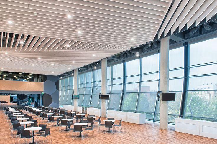 Groupama Arena, Budapeszt, restauracja, Optima Baffles, Armstorng, sufity podwieszane, ceiling, acoustic, sufit akustyczny