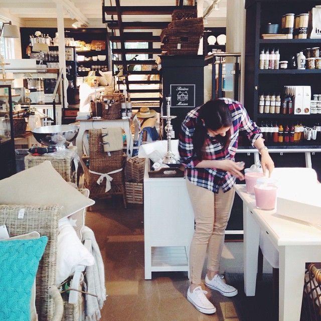 Sisustus + Kahvila. Huonekalut, sisustustuotteet vaatteet. Loviisan Aitta, Vahdontie 600, 21290 RUSKO (20km Turusta) + Verkkokauppa