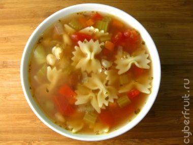 Суп минестроне с овощами, фасолью и макаронами бантиками