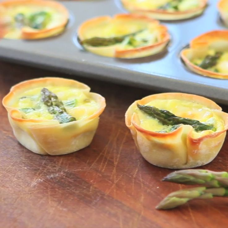 Asparagus Wonton Cups! This easy and yummy appetizer is the perfect bite... creamy, cheesy, light and crispy!
